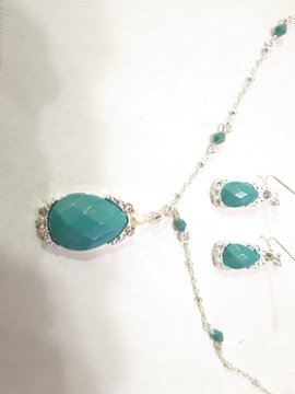 Avon Luxurious Faux Turquoise Necklace and Earrings set