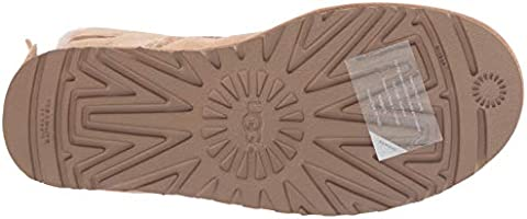 cf9d8a2efd0 UGG Women's W Bailey Bow Short Ruffle Fashion Boot, Amber Light, 10 ...