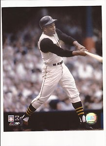 (Roberto Clemente Unsigned 8x10 Photo Pittsburgh Pirates)