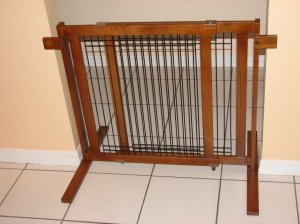 (Crown Pet Products 29.4-Inch High Tall Free Standing Wooden Pet Gate, Fits Openings 27