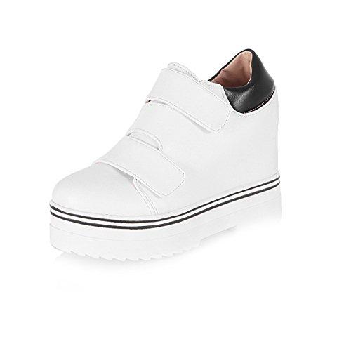 AllhqFashion Damen Haken-und-Loop Rund Zehe Hoher Absatz PU Leder Rein Pumps Schuhe Weiß