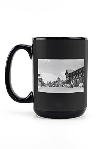 Bend, Oregon - Southern View on Wall Street (15oz Black Ceramic Mug - Dishwasher and Microwave Safe) - Blk Wall Lantern