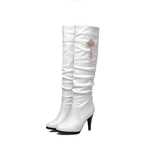 AgooLar Damen Ziehen auf Hoher Absatz Eingelegt Hoch-Spitze Stiefel mit Metalldekoration Weiß