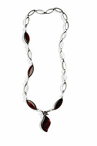 Hojas de color granate y cadena de plata del collar del ...