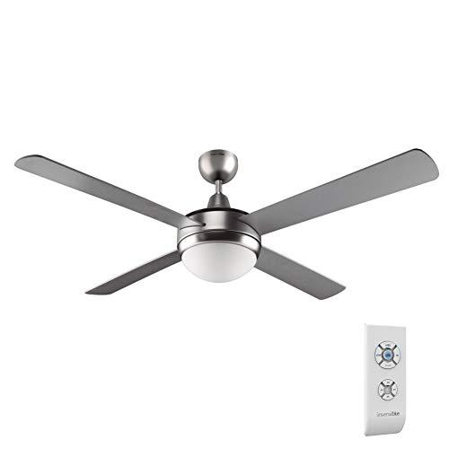 Ventilador de techo de color inox, de 70 W de potencia ideal para refrescar cualquier habitación de entre 20m2 y 30m2 de forma eficiente. Mando a distancia, con el que podrás elegir la velocidad, encender o apagar la luz con total comodidad. Tiene 3 velocidades que podrás elegir en función del calor que tengas. Luz. El ventilador incluye luz, que iluminará cualquier habitación con una luz confortable y cálida. También tiene temporizador para que el ventilador deje de funcionar sin que tengas que preocuparte.
