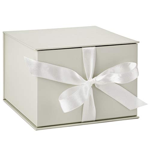 (Hallmark Large White Gift Box with Lid and Shredded Paper Fill for Weddings, Birthdays and More)