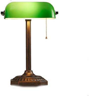 Estudio de la lámpara de mesa antigua en la iluminación del Banco ...