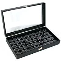 50 tarros de gemas negras en vitrina de cristal