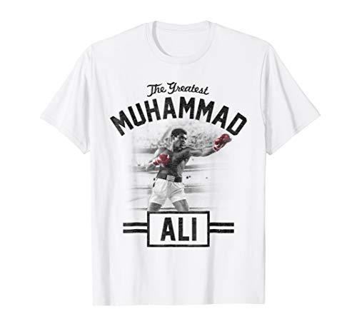Muhammad Ali standing tall boxing ()