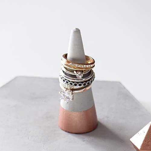 Atelier Ideco - Puerta Pintada Anillo de Concreto en Oro Rosa. Soporte de la Joyería, la Alianza de Apoyo