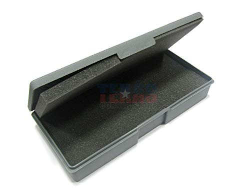 Small Figure Carrying Case - Chessex Figure Storage Boxes: Role Playing Games (RPGs) - Small Figure Carrying Cases - 25mm Humanoids - 14 Figure Capacity