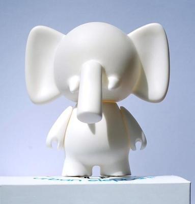 Designer Vinyl Toy Figure (Trunks Diy Do-It-Yourself Urban Elephant Designer White Blank Vinyl Mini Figure)