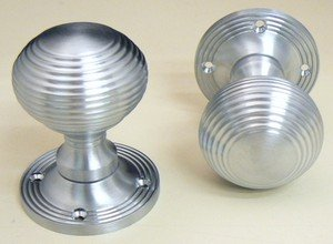 Ironmongery World Satin Chrome Reeded Queen Anne Beehive Mortice ...