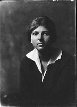 Historic Photographs, LLC Photo: Hanna,Elizabeth,Miss Daughter,Mrs LD Pelton,Women,Portraits,Arnold Genthe,1917