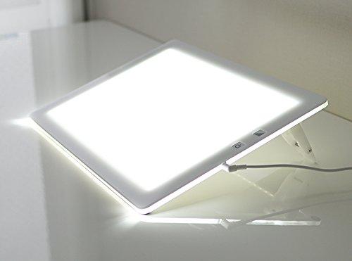 トレース台 トライテックのトレース台 トレビュアー A4サイズ 日本製 LED 薄型 8mm 7段階調光機能付き 3段階傾斜スタンド付き 照度2400~4700ルクス (ホワイト)