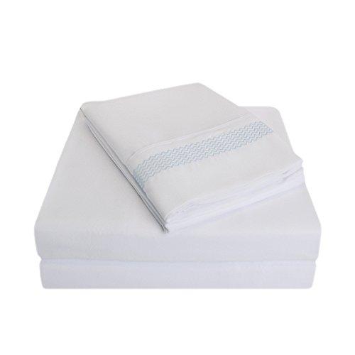 Qualité supérieure Ultra Doux Poids léger résistant aux Rides de lit avec Broderie Peaks dans Un Coffret Cadeau, 100% Microfibre brossé, Blanc Bleu Clair, Californie King Taille, 4 pièces