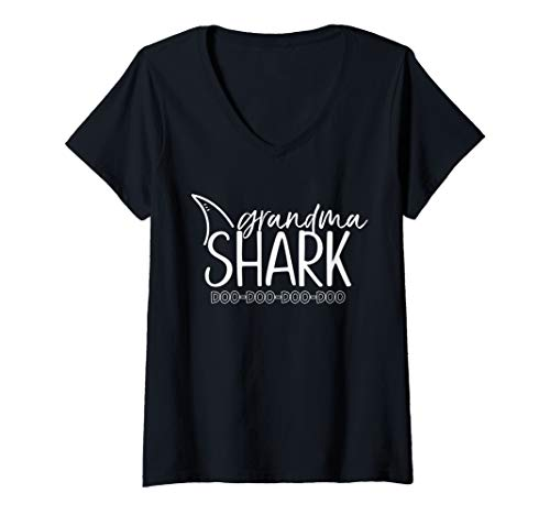 (Womens Grandma Shark Shirt Mothers Day T Shirt Baby Shark Family V-Neck T-Shirt)