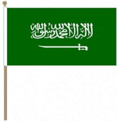 Flagmania® 12 Stück Saudi-Arabien 30,5 x 45,7 cm große Handwinkel-Flaggen + 59 mm Button Badge