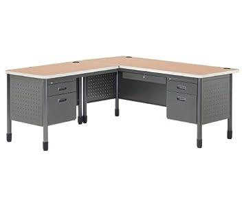 Dimensiones de la mesa de metal en forma de L: 63