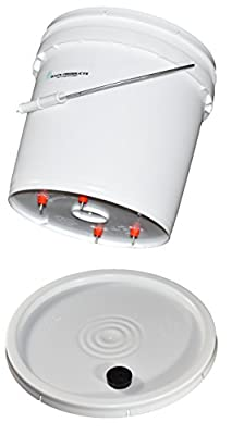BAFX Products® - 2 Gallon Chicken - Poultry - Fowl Watering Bucket & Lid w/ 4 Nipples