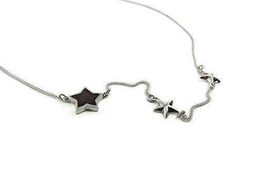 Martha Vargas: Collar mini de plata ley .925 con tres estrellas, una incrustada en madera
