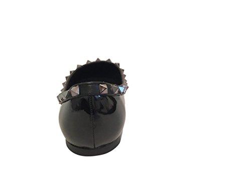 Kaitlyn Pan Pointed Toe Bailarinas De Cuero De Bailarina Negro Patentado / Negro Trim / Gun Black Studs