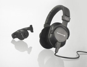 Beyerdynamic DT-250-250OHM Lightweight Closed Dynamic Headphone for Broadcast and Recording Applications, 250 Ohms by beyerdynamic