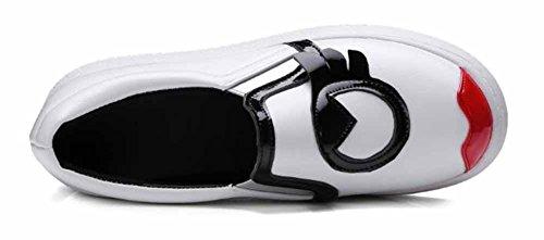 Showhow Womens Casual Punta Rotonda Elastico Slip Basso Su Sneakers Moda Piattaforma Tacco Medio Bianco