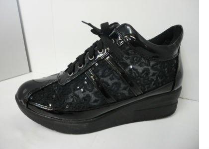 日本人の足にピッタリな幅広木型[ルコライン風]ウォーキングシューズ 花柄デザインチュールT2800 (22.0, 黒)