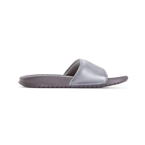 Nike Women's Benassi Just Do It Sandal (6 M US, Metallic Silver/Gunsmoke) ()