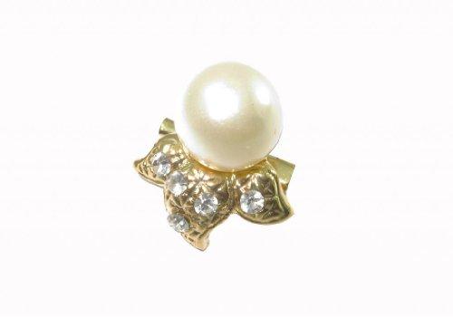 And garnet brooch, pearl white trim