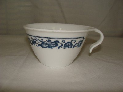 (Vintage Corelle Hook Handle Coffee Cup - Old Town Blue Onion)