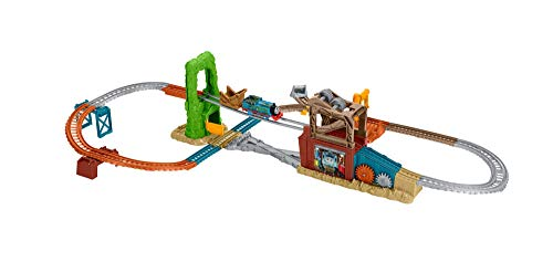Fisher-Price Thomas & Friends TrackMaster, Scrapyard Escape Set (Thomas & Yard Scrap Friends)