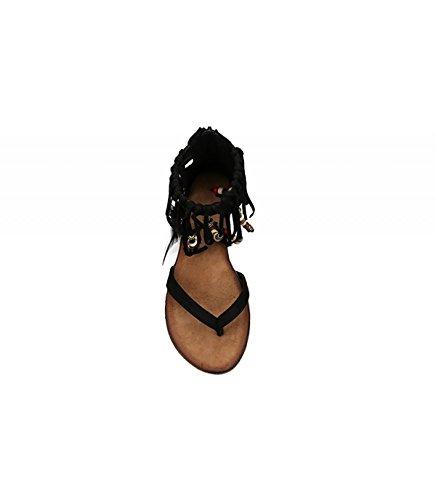 Sandalia plana. Detalle plumas. flecos y piedras en el tobillo. Cierre mediante cremallera trasera. Negro