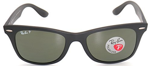 c2774bad59 Amazon.com  Ray-Ban Wayfarer Liteforce RB4195 Sunglasses Black Green 52mm   Cleaning  Kit Bundle  Clothing