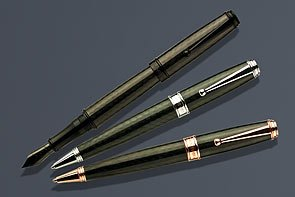 (Black Invincia Deluxe Fountain Pen by Monteverde - Fine)