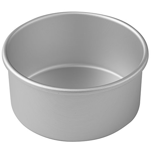(Wilton Round Cake Pan, Even-Heating for Perfect Results Every Time, Durable Heavy-Duty Aluminum, 6 x 3-Inches )