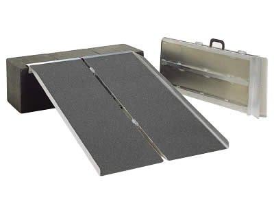 イーストアイ (PVS090) ポータブルスロープ アルミ2折式90cmタイプ (耐荷重300kg) B000FQ6AH6