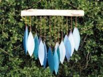 MyFamilyHouse Carillon /éolien en Verre Fait Main Issu du Commerce /équitable Motif Feuilles Tombantes Bleu