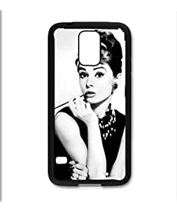 Pink Ladoo? Samsung Galaxy S5 Black Case - Audrey Hepburn Black and White Cigarette portrait