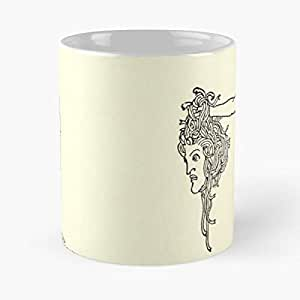 Amazon Com The Head Of Medusa Classic Mug Funny Coffee Mugs For Halloween Holiday Christmas Party Decoration 11 Ounce White Atistar Kitchen Dining