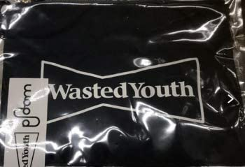 Wasted youth × ploom tech サコッシュ
