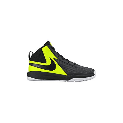 Boy's Nike Team Hustle D 7 Basketball Shoe