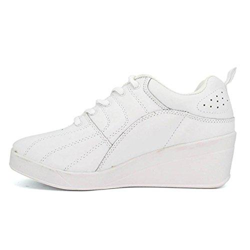 Les chaussures de sport Wedge Kelme en blanc