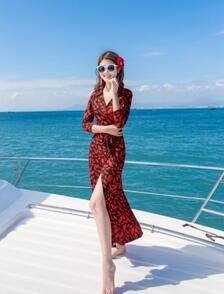 Urlaub am Meer - kleid MIT V - ausschnitt - strickjacke MIT spliss sexy körper pflegen böhmen pareos kleid