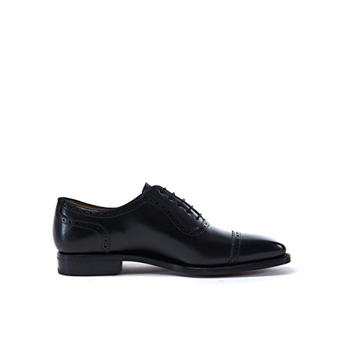British Passport Scarpa Stringata Francesina con Decorazione Toe Cap di Colore Nero. Toe Cap Oxford Black Goodyear. Uomo.