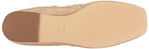 Nueve West Mujeres Zdeno Patent Ballet Flat Natural