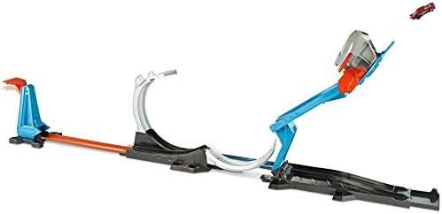 Hot Wheels FLK60 Track Builder Raketenstart-Challenge, Stunt Spielset mit Raketen Starter inkl. 1 Spielzeugauto, ab 6 Jahren