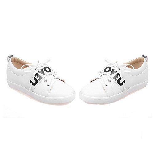 AllhqFashion Damen PU Leder Gemischte Farbe Schnüren Rund Zehe Niedriger Absatz Pumps Schuhe Weiß