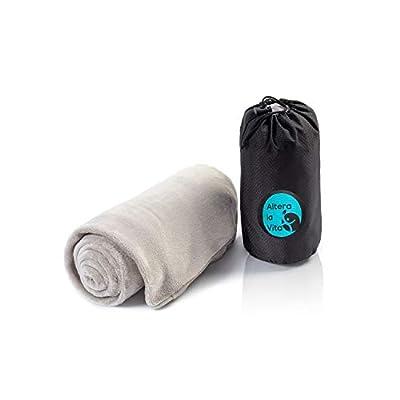 ALTERA LA VITA Reise-Decke, Kuscheldecke aus Fleece - warm und weich - gut komprimierbar mit Tasche - 150x130 cm - für…